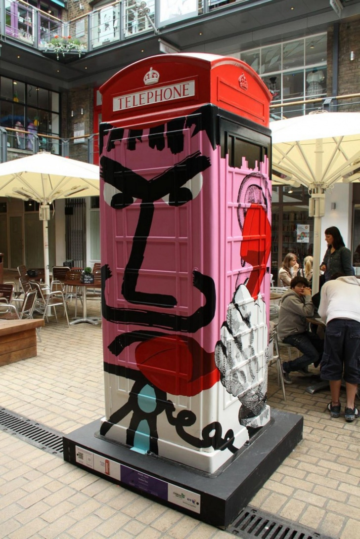 British Red Telephone Boxes aka Street Art! 10Pics