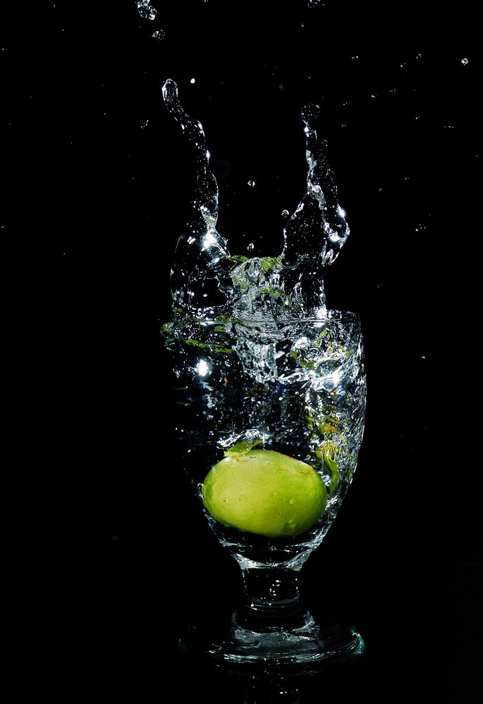 A Fruit Splash into Glass! 11 Pics!