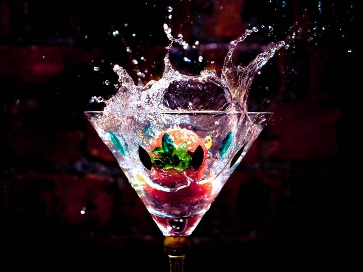 A Fruit Splash into Glass! 11 Pics!