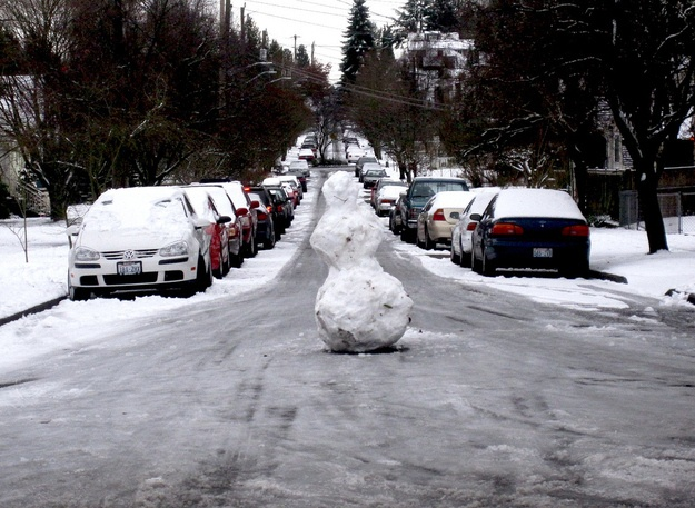 10 Unconventional Snowmen