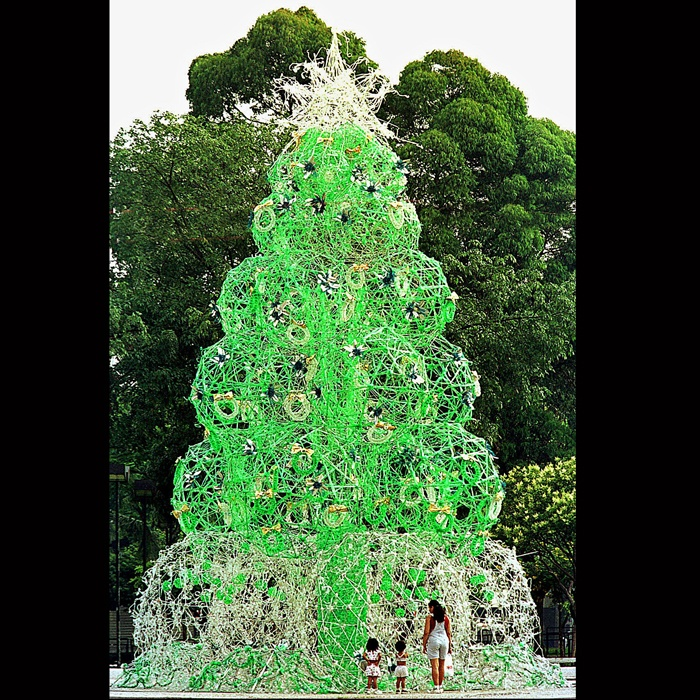 Recycled Plastic Christmas Tree: Christmas Tree Made Of Recycled Materials (Sao Bernardo
