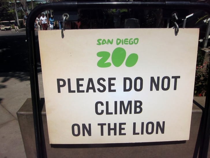 12 Funny Signs at Zoo!