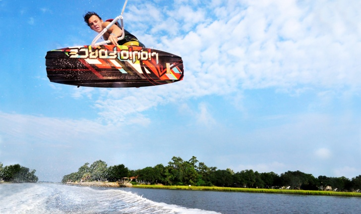 10 Impressive and Funny Wake-Boarding Pics!