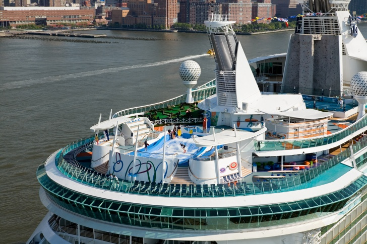 10 Biggest Cruise Ships In The World!