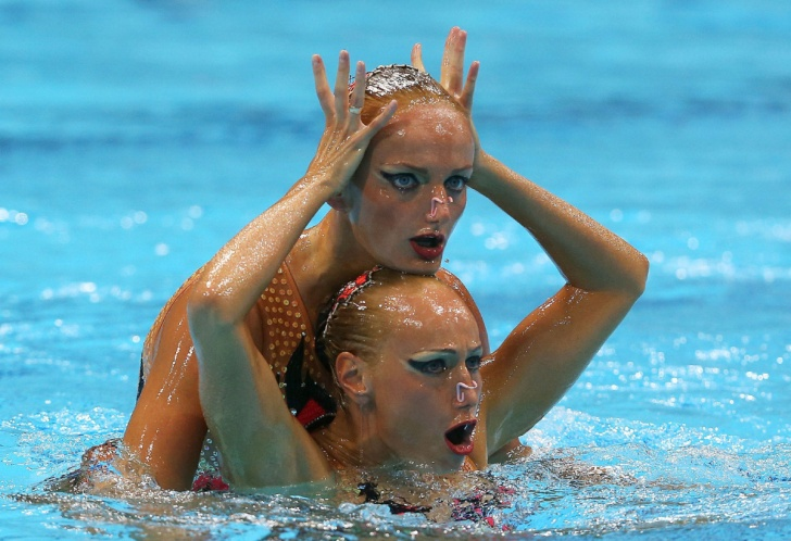 Synchronized Swimming: 10 Funny Faces of Beautiful Girls!