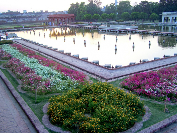 World's Most Popular and Beautiful Gardens. 11 Pictures!