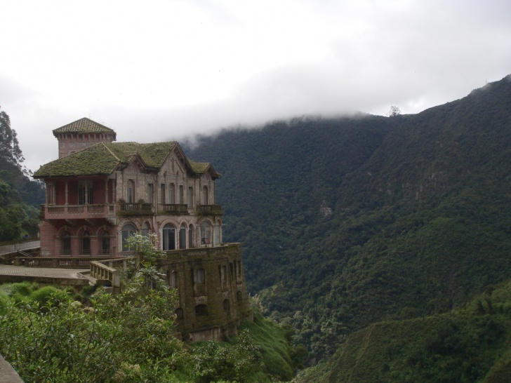 15 Most Mysterious And Abandoned Places In The World!
