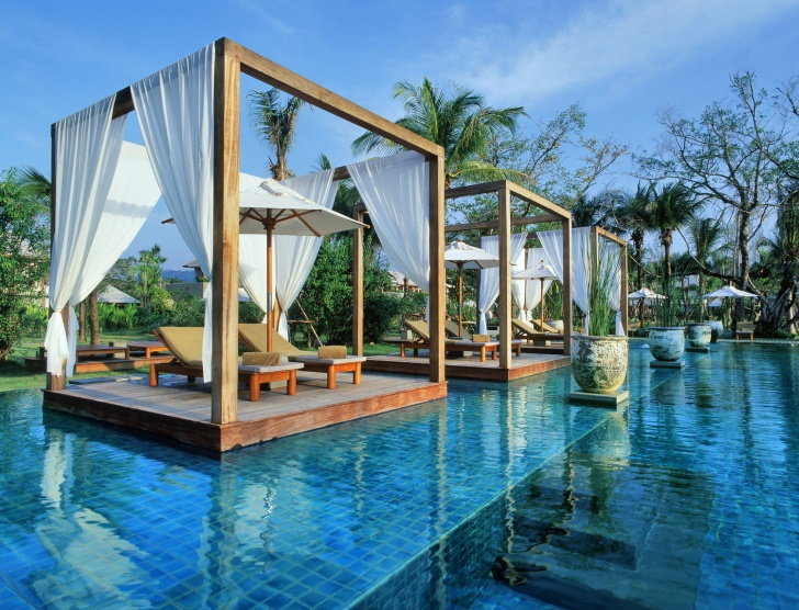 10 Most Beautiful And Luxurious Pools In the World!
