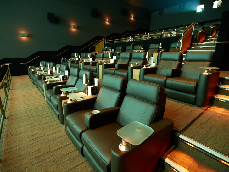 10 Coolest Movie Houses Ever!