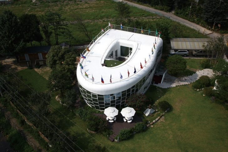 10 Stunning Buildings Shaped Like Their Company