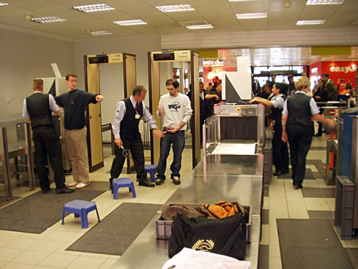 12 Most Annoying Things People Do At The Airports!