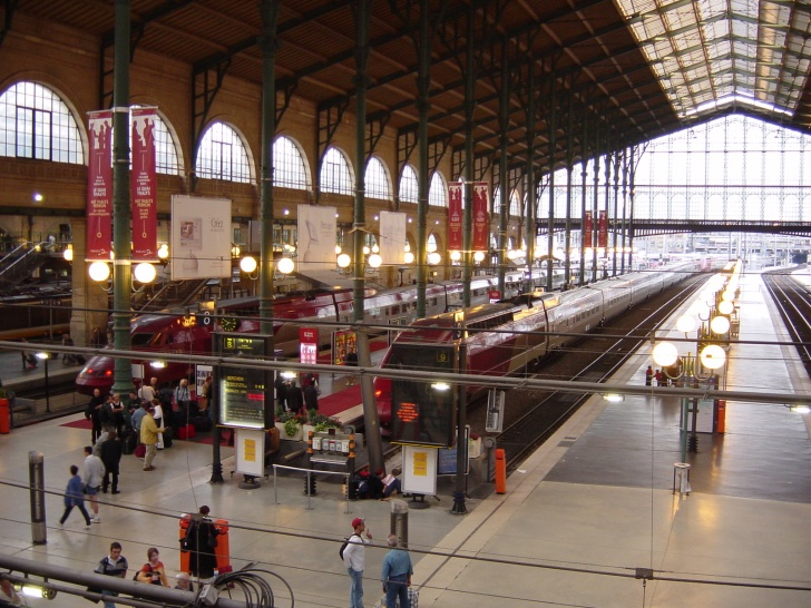 Top 10 Biggest Train Stations in the World!