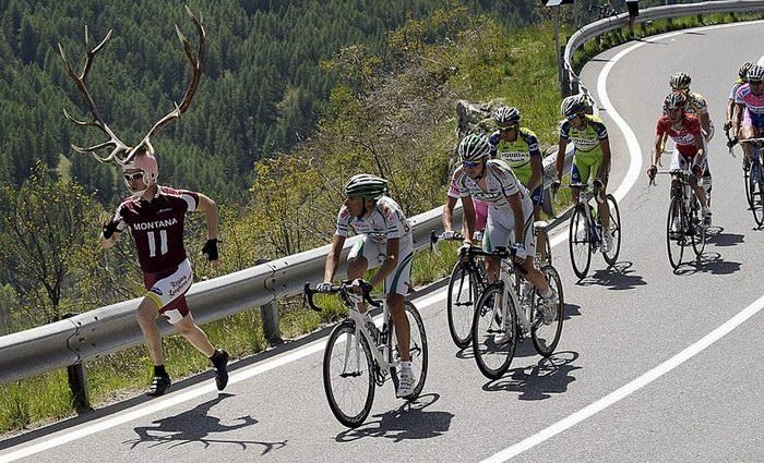 Hilarious Cycling Pics: Fans vs Athletes. 10 Images!