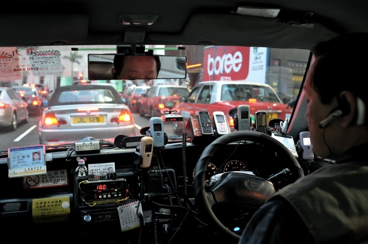 10 Taxi Pics: Funny Drivers and Cabs!